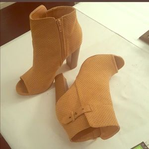 Just fab bootie, sasson
